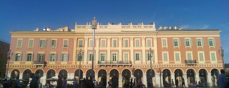 Ein Gebäude auf dem Place Masséna