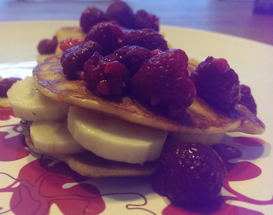 Protein Pancake mit Himbeeren und Bananen