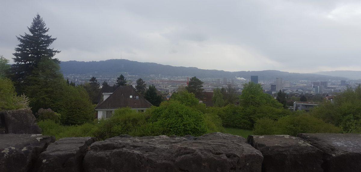 Aussicht über die Stadt bis zum Üetliberg