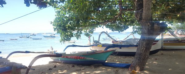 Boote am Sanur Beach